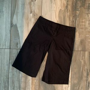 🆕 HP 👉 Black Bermuda Lululemon Shorts SZ 4